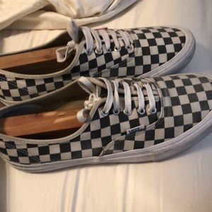 Men size 10  Vans checkerboard shoes
